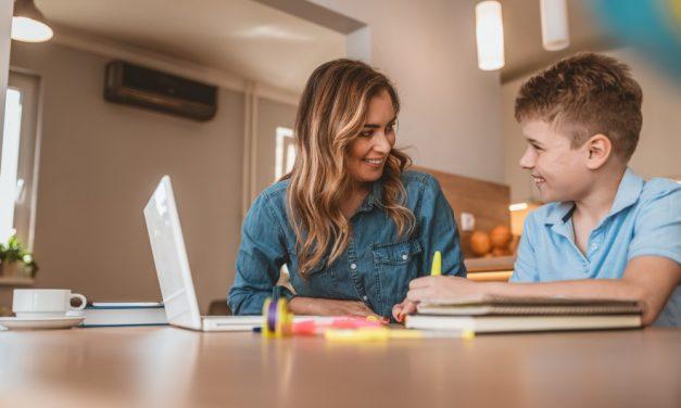 Studenten helpen scholieren met leerachterstand