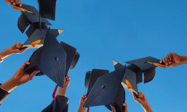 Cum laude afstuderen | Betekenis & hoe kun je cum laude afstuderen?
